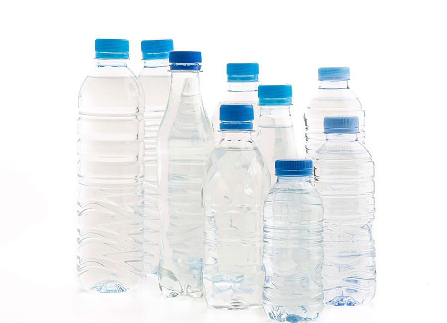 agua-embotellada-detectan-particulas-plastico
