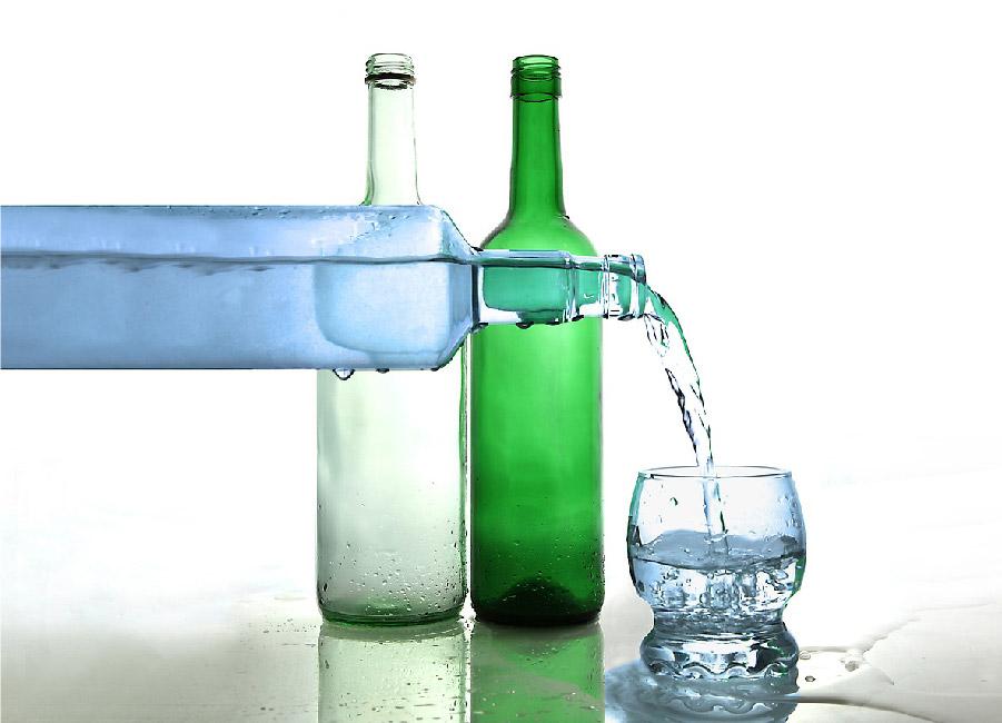 agua-en-botellas-de-cristal
